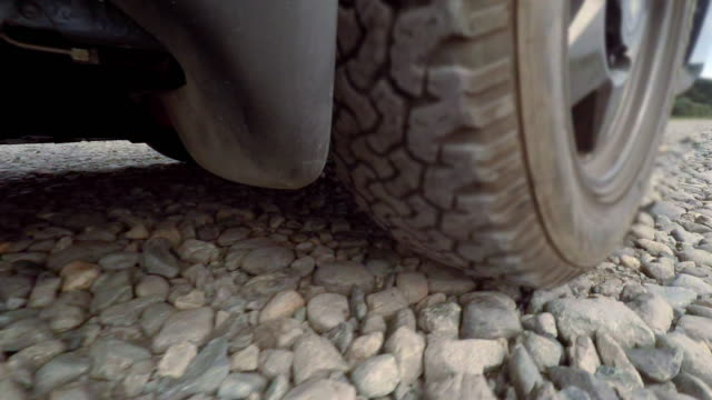 Drive on riverbed -Tire -4K-