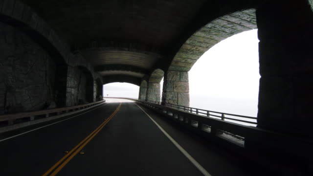 drive through limekiln tunnel on the legendary pacific coast highway in california - 沿岸点の映像素材/bロール