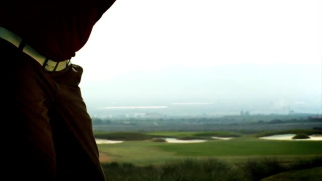 vídeos y material grabado en eventos de stock de en automóvil - swing de golf