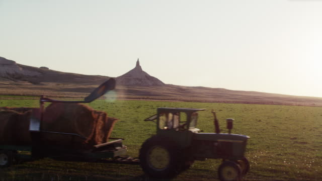 drive-by chimney rock national historic site - nebraska stock-videos und b-roll-filmmaterial