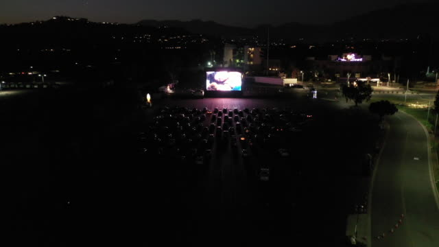 """drive-in movie screening of """"the new mutants"""" in the parking lot of the rose bowl stadium. aerials also included of the rose bowl stadium itself. in... - カリフォルニア州 パサデナ点の映像素材/bロール"""