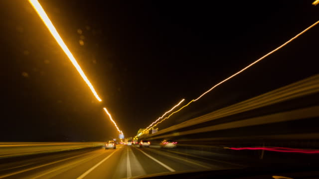 stockvideo's en b-roll-footage met t/l, driveing at night. - lichtspoor lange sluitertijd