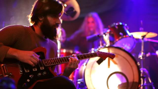 driven by music - evento in diretta video stock e b–roll