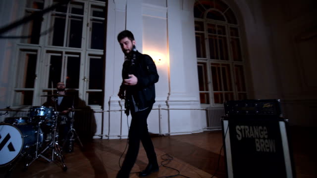 vidéos et rushes de entraîné par la musique - répétition
