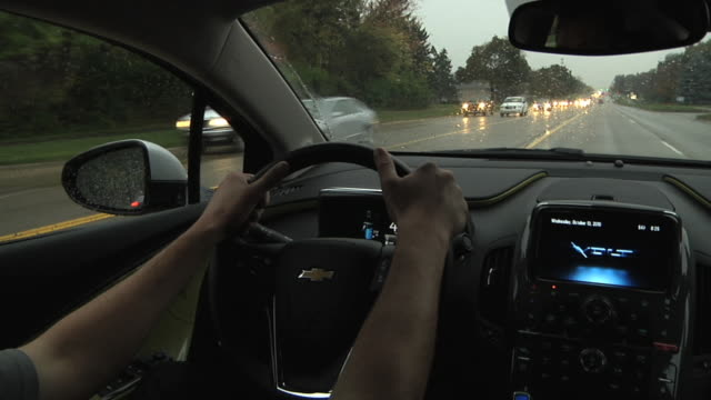 vídeos de stock, filmes e b-roll de ms pov driver behind wheel of electric car / rochester, michigan, united states - interior de carro