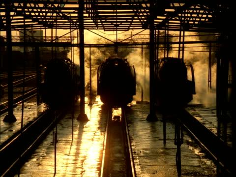 vídeos y material grabado en eventos de stock de driver disembarks from steam train and walks along platform - vehículo comercial terrestre