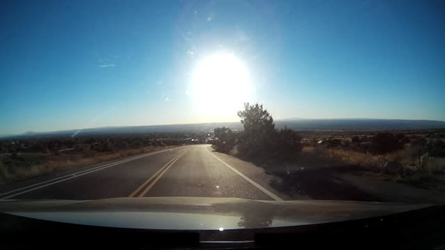 driver pov of driving at sunset on rural us highway - フロントガラス点の映像素材/bロール