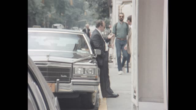 1985 nyc - driver waiting by his car - limousine stock videos & royalty-free footage
