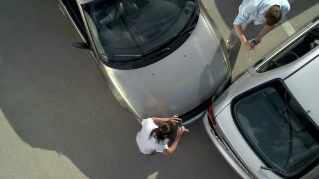 stockvideo's en b-roll-footage met ha drivers documenting a car accident - auto ongeluk