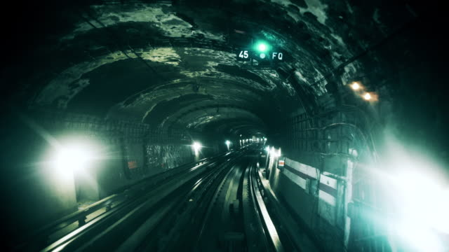 drivers eye view of metro tunnel - zugperspektive stock-videos und b-roll-filmmaterial