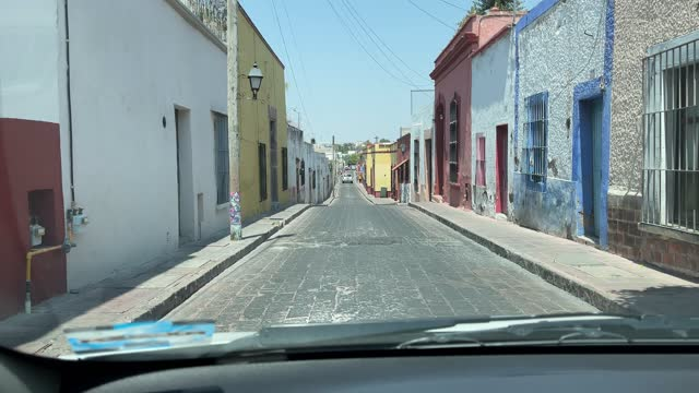 stockvideo's en b-roll-footage met driver's perspective driving in queretaro narrow streets - mobile filming - narrow