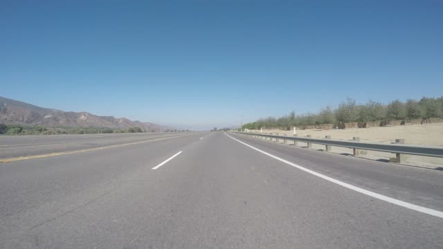 drivers pov - road in california - dividing line stock videos & royalty-free footage