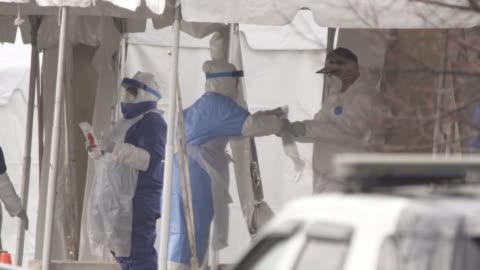 stockvideo's en b-roll-footage met covid-19 drive-thru testing site - united states - epidemie