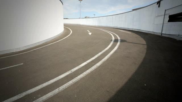 ドライブウェイ - 立体駐車場点の映像素材/bロール