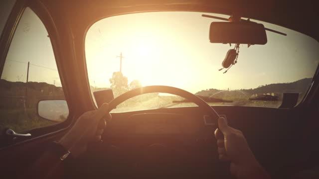 vidéos et rushes de conduire une voiture: vue intérieure - caméra portable