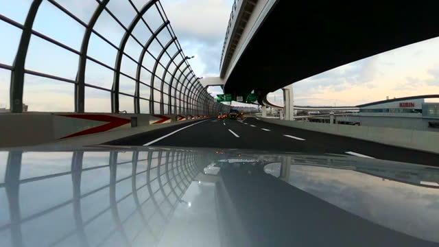 夕暮れ時に高速道路で車を運転。車のボンネットのカメラ。アクションカメラ撮影。 - 神奈川県点の映像素材/bロール
