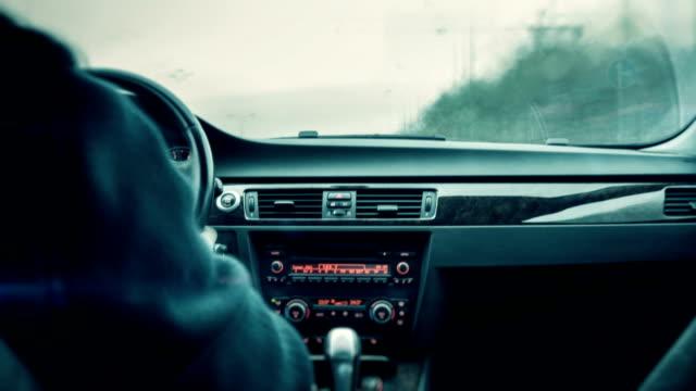vídeos de stock e filmes b-roll de conduzir um carro - assento de veículo