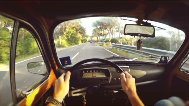 Conduzir um carro vintage italiano: Vista interior