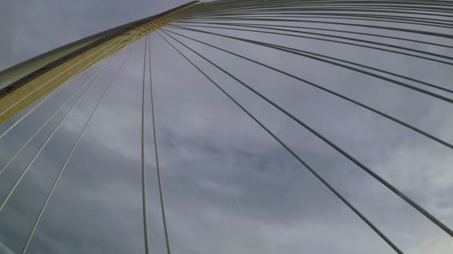 vídeos y material grabado en eventos de stock de driving across queensferry crossing bridge, scotland - cable de acero