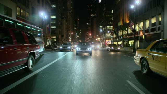 ts / rear view 90' driving along 5th avenue in new york city / new york - fanale anteriore video stock e b–roll