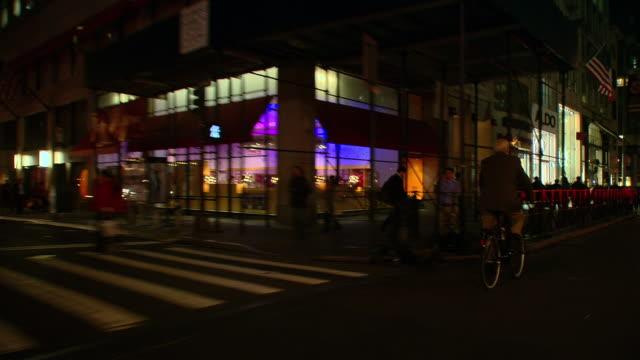 vídeos y material grabado en eventos de stock de ts / front driver 45' driving along park avenue in new york city / new york - grupo mediano de objetos