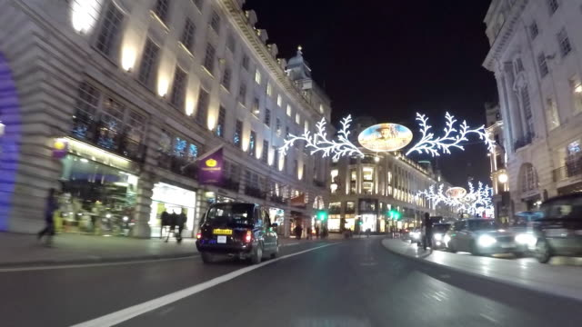 vidéos et rushes de driving pov along regent street - véhicule utilitaire léger