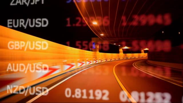 夜、表やグラフで運転 - 金利点の映像素材/bロール