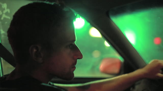 driving at night - profilo vista laterale video stock e b–roll