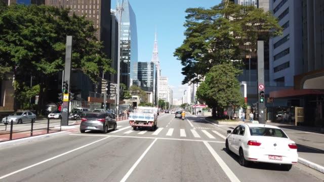 vídeos de stock e filmes b-roll de driving at paulista avenue - avenida