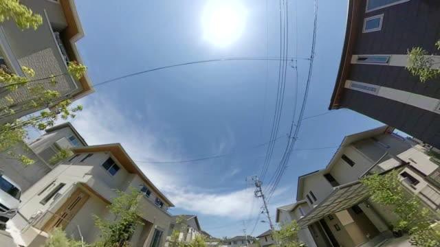 vídeos de stock, filmes e b-roll de dirigindo na rua residencial / linha de energia / sol - geração de combustível e energia