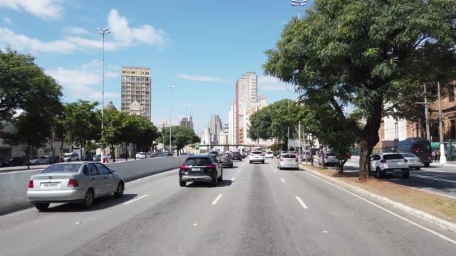 vídeos de stock e filmes b-roll de driving at tiradentes ave in sao paulo city. - avenida