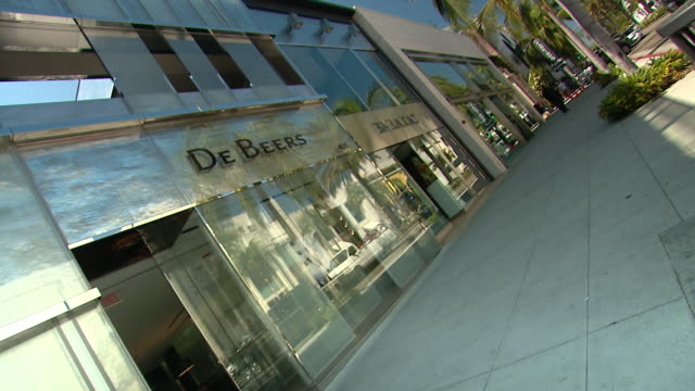 driving beverly hills sign in park, rodeo drive sign, exteriors of lacoste, exterior of hugo boss, exterior of stefano ricci, exterior of de beers,... - hugo boss stock videos & royalty-free footage