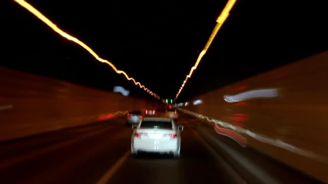 Dirigindo carro na super alta forma túnel China
