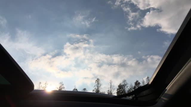 vídeos y material grabado en eventos de stock de driving car past wind power farm - transporte terrestre