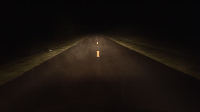 vidéos et rushes de car pov driving down foggy, isolated country road at night/ georgia - fantasmagorie