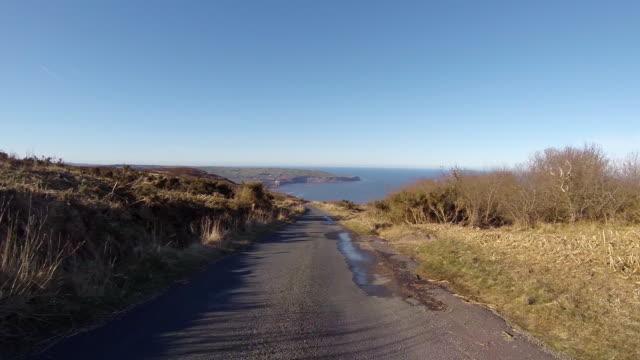 driving down towards robin hood's bay in north yorkshire - sea robin bildbanksvideor och videomaterial från bakom kulisserna