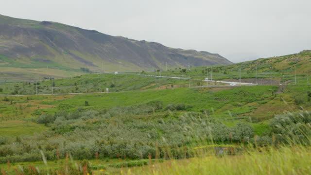 vídeos y material grabado en eventos de stock de carretera de conducción en el número 1 en islandia - volcán extinguido