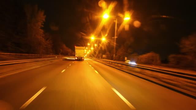 vidéos et rushes de driving hyper lapse, time lapse. - véhicule utilitaire léger
