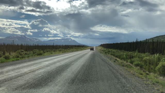 driving in british columbia, canada in a cloudy day - 田舎道点の映像素材/bロール