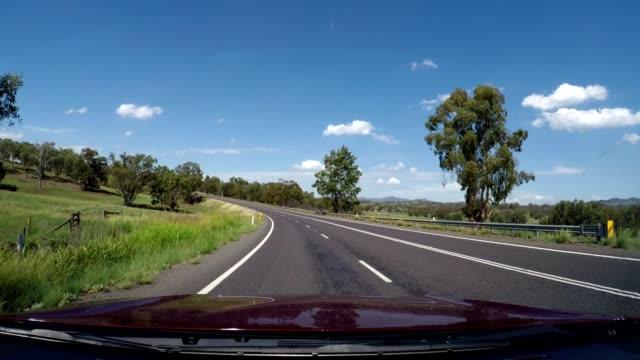 vídeos y material grabado en eventos de stock de driving in country rural australia on highway, new south wales - bush land