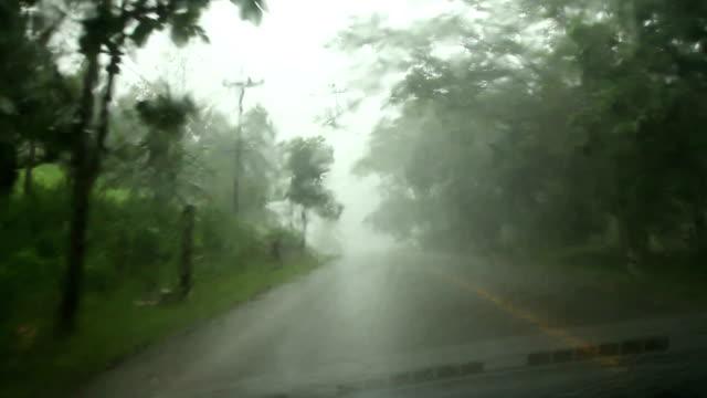 vidéos et rushes de conduite dans une tempête. - voiture particulière