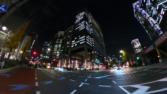 夜間の市内での運転/救急車 - 消防車点の映像素材/bロール
