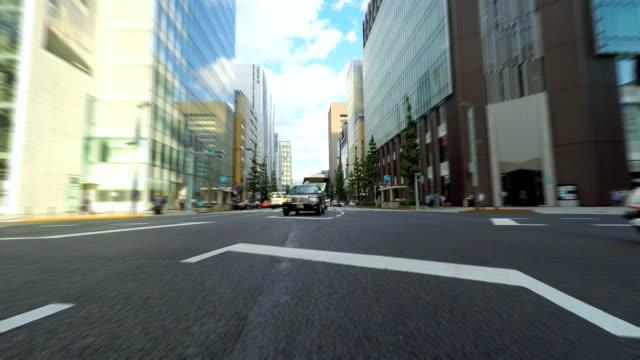 お車で街に - イエローキャブ点の映像素材/bロール