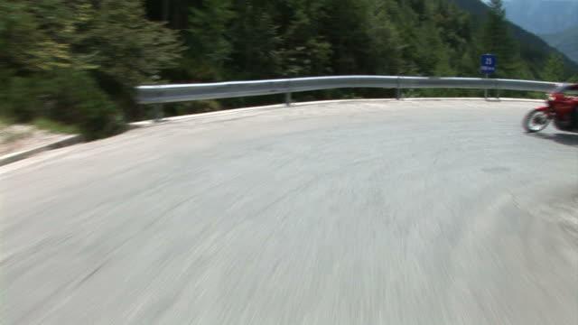hd: fahren in der landschaft - winding road stock-videos und b-roll-filmmaterial