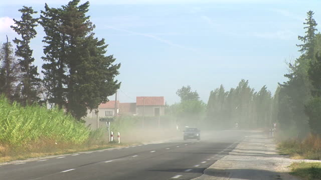 HD: Driving in the dust
