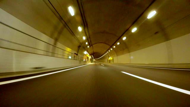 vidéos et rushes de la conduite dans le tunnel - 4 k - tunnel