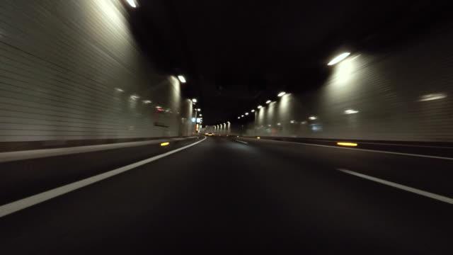 Rijden in tunnel -4 K-