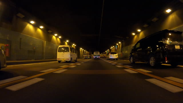 vídeos de stock e filmes b-roll de driving in tunnel, from driver point of view - plusphoto