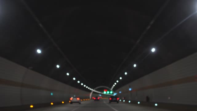 stockvideo's en b-roll-footage met rijden in tunnel - scherpte verlegging