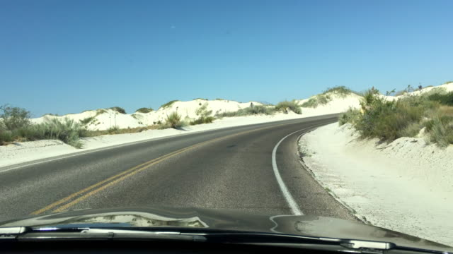 driving in white sands national monument, new mexico - 砂点の映像素材/bロール